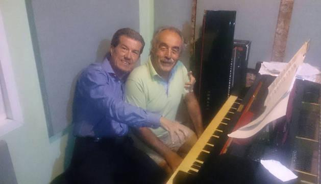Juan Manuel Muñoz y Manuel Pacho, autores de la canción 'De Sanfermines te enamorarás'.