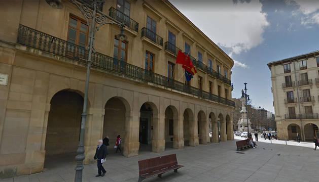 Fachada de la oficina de Atención al Ciudadano de la Policía Foral, en la plaza del Castillo.