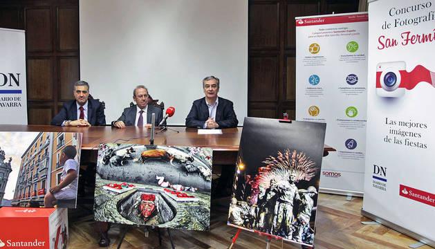 foto de Presentación de  la IV edición del Concurso Fotográfico de San Fermín con Alfonso Sánchez, Virgilio Sagüés y José Ignacio Roldán.