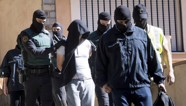 Imagen de la detención de un marroquí por su presunta relación con el Dáesh.