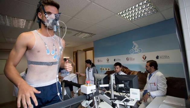 Pruebas a los jugadores de Osasuna en la Clínica Universidad de Navarra.