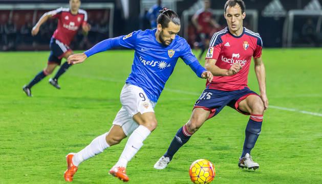 Quique González, durante un encuentro en El Sadar hace dos temporadas.