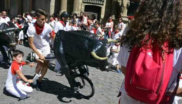 Imágenes del encierro txiki del día 13 de San Fermín