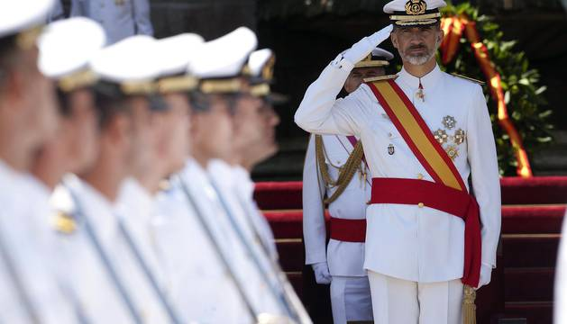 Entrega de los Reales Despachos a los nuevos oficiales de la Armada