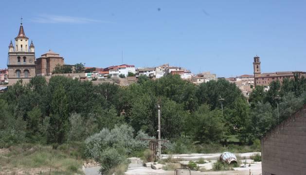 Foto de la Catedral, iglesias, conventos y caserío se arremolinan apretadas en el cerro sobre el río.javier felones