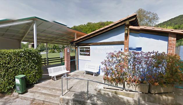Muere la ni a rescatada de una piscina de les preses for Piscina municipal girona