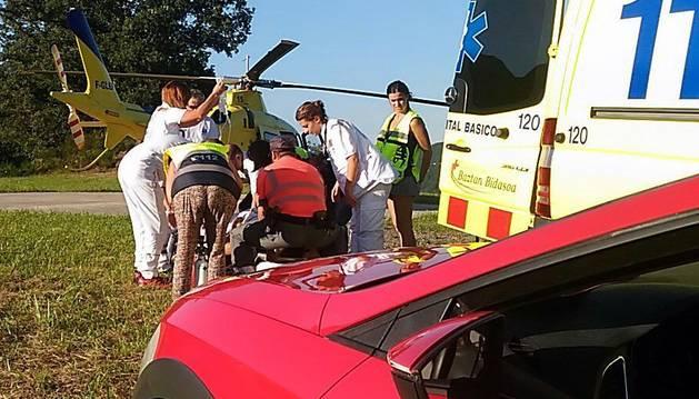 El herido ha sido evacuado en helicóptero.