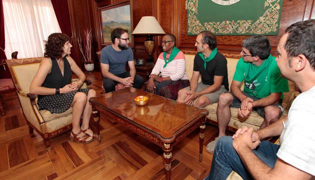 Imagen de Patricia Perales con participantes y organizadores de la VII Conferencia Internacional de La Vía Campesina.