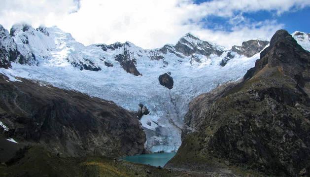 Imagen del glaciar Arhuay, situado en el centro-oeste de Perú.