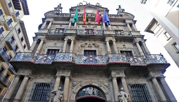 Imagen del Ayuntamiento de Pamplona, que ha perdido transparencia en estos tres últimos años.
