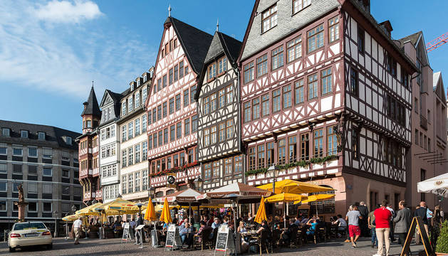 Imagen de la plaza Römerberg, el centro histórico de Frankfurt.