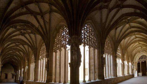 Interior del claustro del monasterio de Santa María la Real.