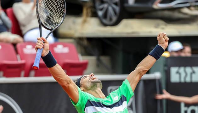 David Ferrer celebra su triunfo en Bastad.