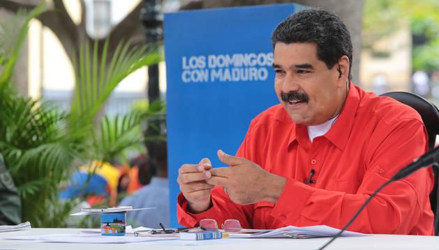 Fotografía cedida por prensa del Palacio de Miraflores donde se ve al presidente de venezuela Nicolás Maduro tomar parte en un acto del Gobierno de Venezuela.