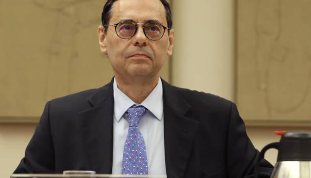 El ex gobernador del Banco de España, Jaime Caruana, hoy durante su comparecencia en la Comisión de Investigación del Congreso de los Diputados