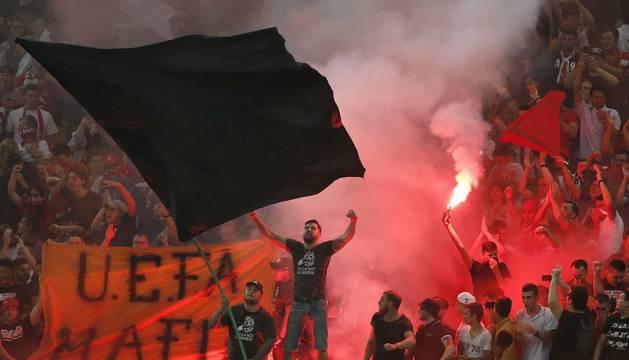 Aficionados del Dinamo de Bucarest, en el partido de este jueves.