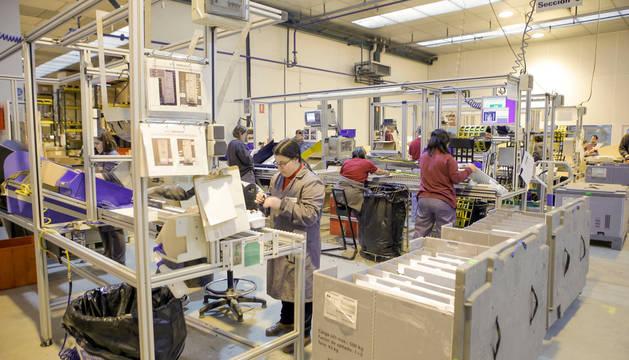 Tasubinsa tiene líneas de inyección de plásticos en sus centros de empleo de Beriáin y Tudela.