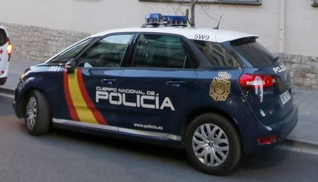 Foto de un coche patrulla de la Policía Nacional.