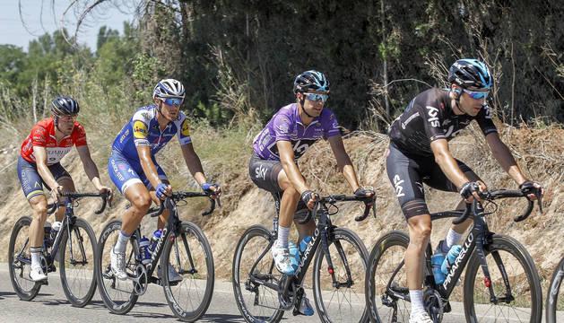Mikel Landa, con el maillot morado de líder.