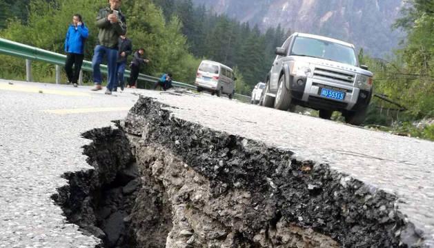 Un centenar de turistas han quedado atrapados en la zona debido a un corrimiento de tierra.
