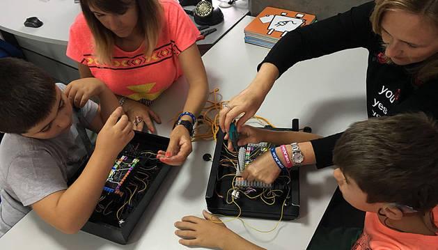 La Asociación Navarra de Autismo iniciará en el mundo de la robótica a varios niños