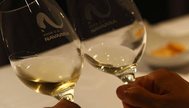 La cata de vinos será en el edificio de la calle Descalzos, 56 (sobre el ascensor).