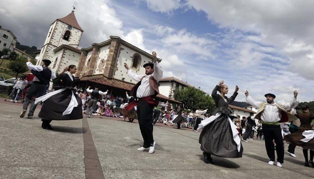 Sunbilla baila en honor a San Tiburcio