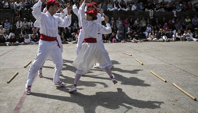 'Ezpatadantza' en el día grande de las fiestas de Leitza