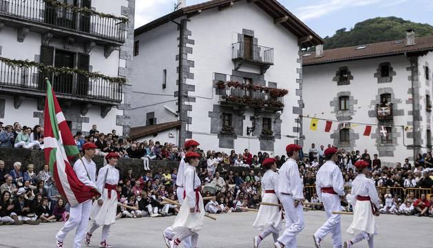 Imágenes del baile tradicional.