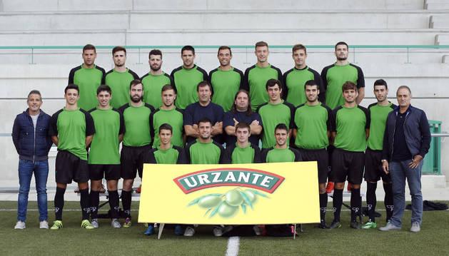 La plantilla del CD Pamplona que competirá en Tercera División, en la presentación que tuvo lugar el pasado jueves en el campo 'Betikuntzea' de Lizasoáin.
