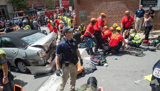 Varias personas son atendidas en la calle
