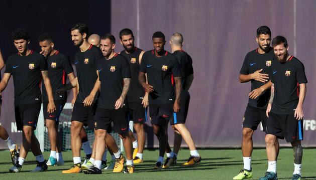 Los futbolistas del Barça durante el entrenamiento matinal del sábado