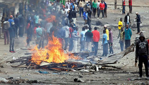 El presidente de Kenia es reelegido entre acusaciones de amaño y graves disturbios