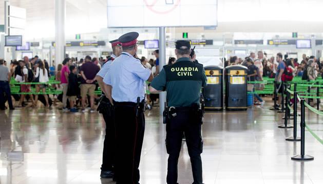 El Prat recupera la normalidad y el Gobierno prepara el laudo obligatorio de arbitraje
