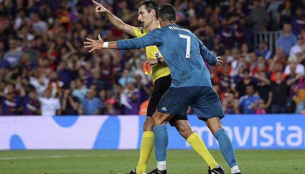 Cristiano Ronaldo gritándole al trencilla