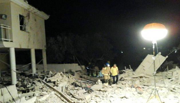 Un muerto y 7 heridos al derrumbarse una casa por una explosión de gas