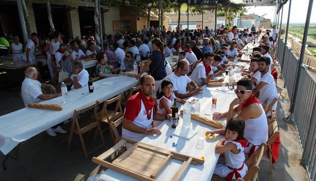 Imágenes de los almuerzos populaes de las fiestas de Cabanillas