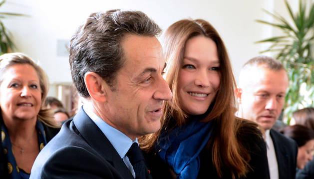 Imagen de Sarkozy y su esposa Carla Bruni.