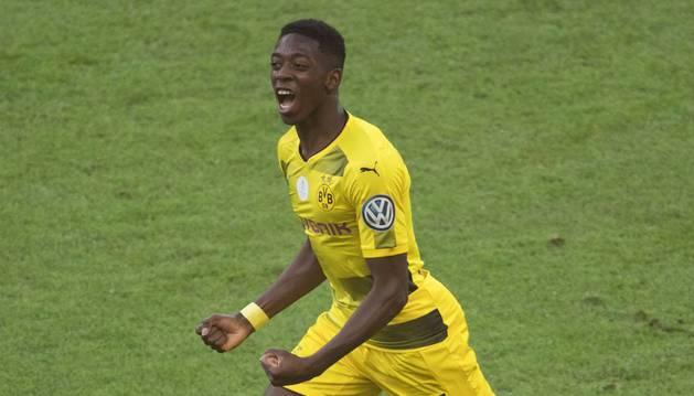 Dembelé celebra un gol con la elástica del Borussia Dortmund