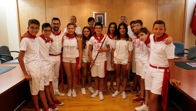 LA CORPORACIÓN Los niños que formaron la corporación infantil en el salón de plenos.
