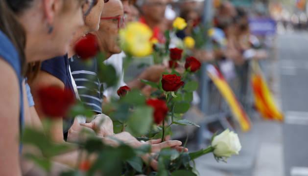 El lema 'No tinc por' preside la manifestación por los atentados en Cataluña