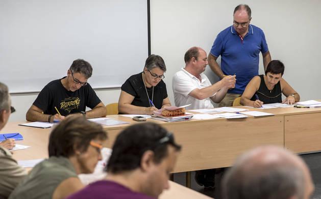 Imagen de un grupo de docentes en los actos de adjudicación de destinos para el profesorado de Religión del lunes.