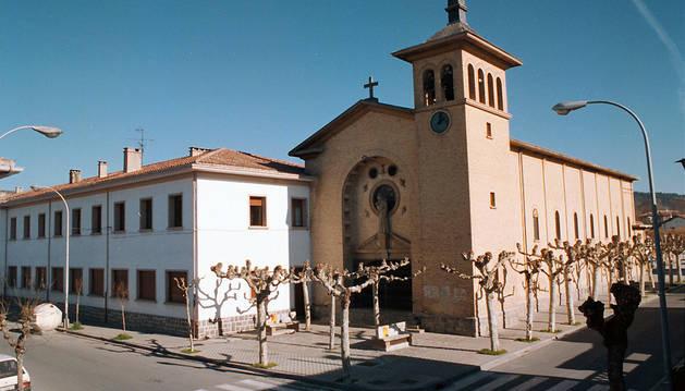 Colegio de las salesianas y la iglesia de San José en la Chantrea.