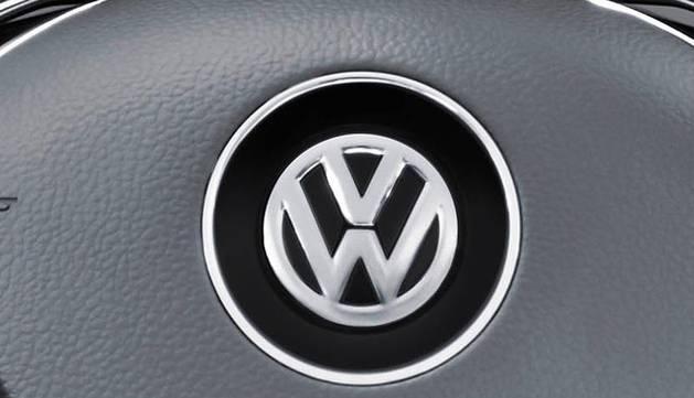 La marca alemana de automóviles Volkswagen ha iniciado la comercialización de la sexta generación de su modelo Polo, fabricado en la planta de Landaben, y que se comercializa de serie con cuatro puertas y con el sistema Front Assit con asistente de frenada de emergencia en ciudad y detección de peatones.