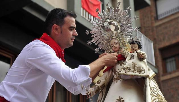 Imágenes de la procesión en honor a la Virgen de la Nieva.