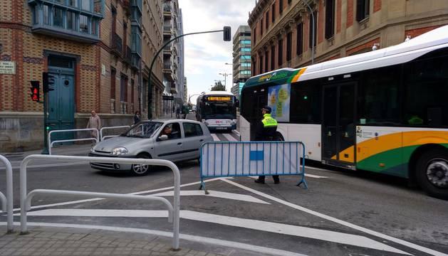 Imágenes del tráfico en el primer día del plan de Amabilización del Centro de Pamplona.