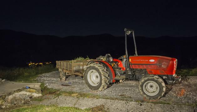 El tractor daba una curva en pendiente cuando se produjo el accidente.