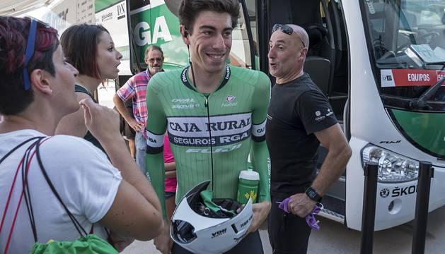 Jaime Rosón a su llegada a Los Arcos en el bus.