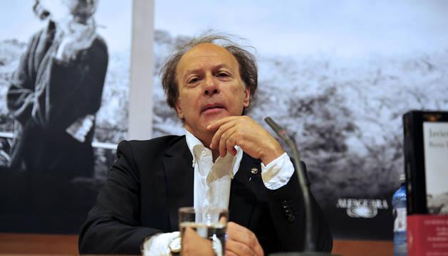 Javier Marías, durante la presentación de su novela 'Berta Isla'.