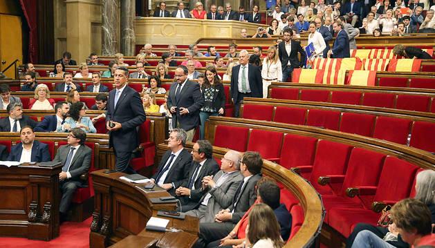 Un Parlament dividido aprueba la ley del referéndum y pone la directa hacia el 1-O